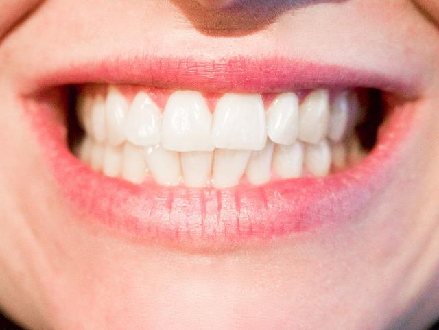 čistě bílé zuby