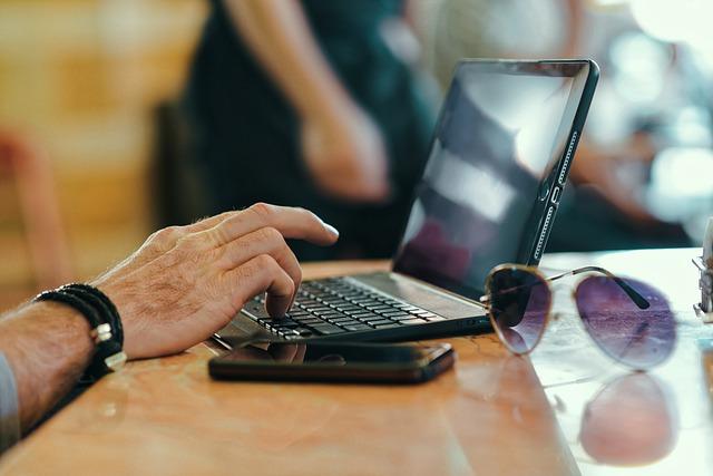 laptop a psaní