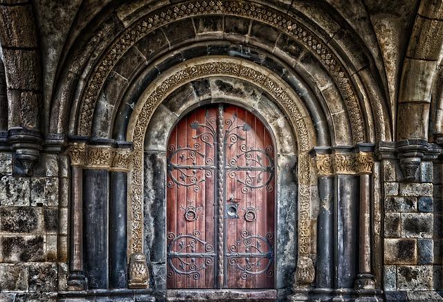kování dveří