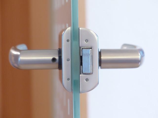 dveřní kování
