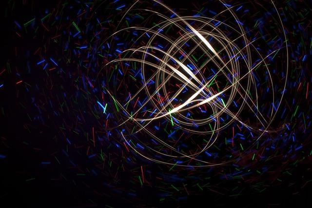 Rozmazané farebné svetielka v tme.jpg